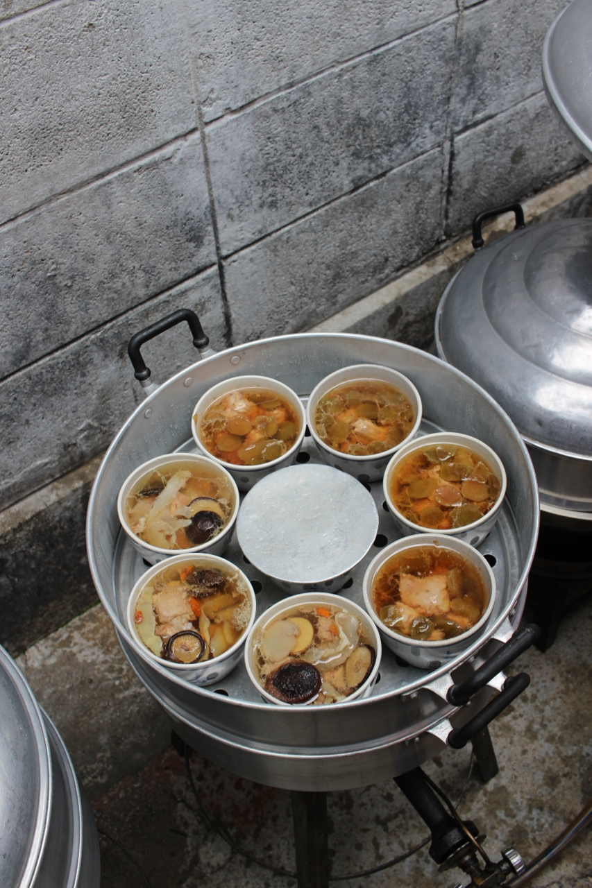พ่อครัวเถื่อน ยอดนักตุ๋น(ポークルア)中華スープのお店